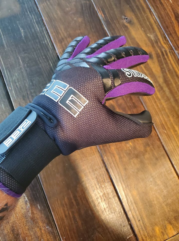 Nexus Goalkeeper Gloves by ZEE - 4mm German Contact Latex and removable finger saves