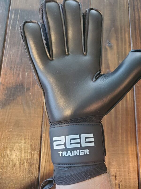 Trainer goalkeeper gloves